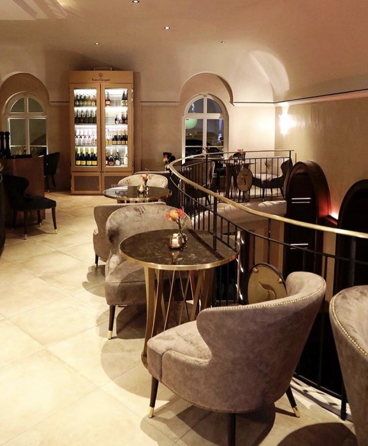 tambosi odeonsplatz restaurant in munich tirolo sedie. Black Bedroom Furniture Sets. Home Design Ideas